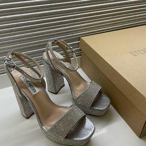 NEW Steve Madden Platform Sandals Size 6